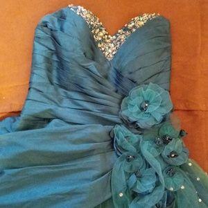 Dresses & Skirts - Short Sweetheart Prom Dress by Mari Lee